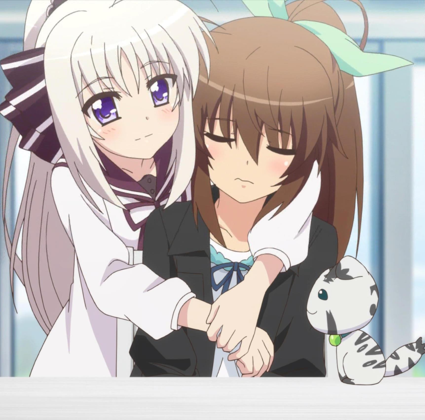 フーカを抱きしめるリンネ(第12話画像)