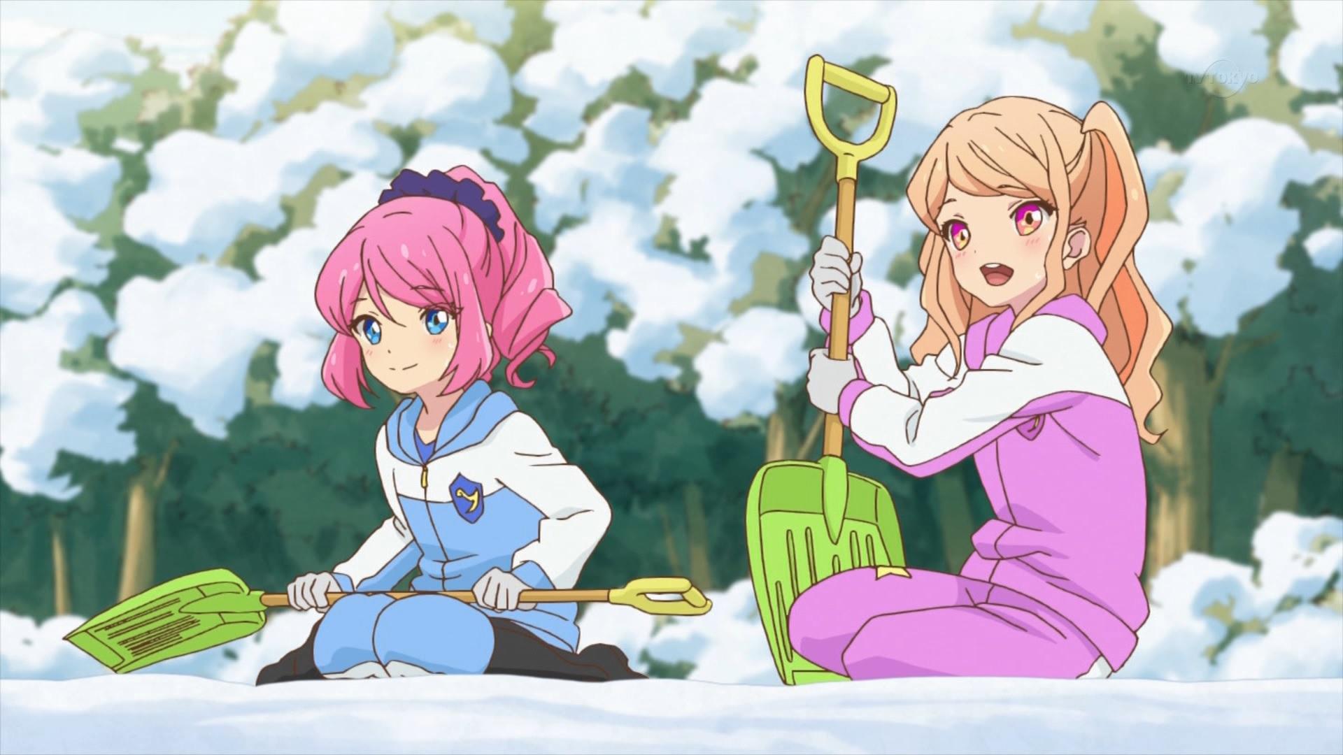 雪かきをする桜庭ローラと香澄真昼(44話画像)
