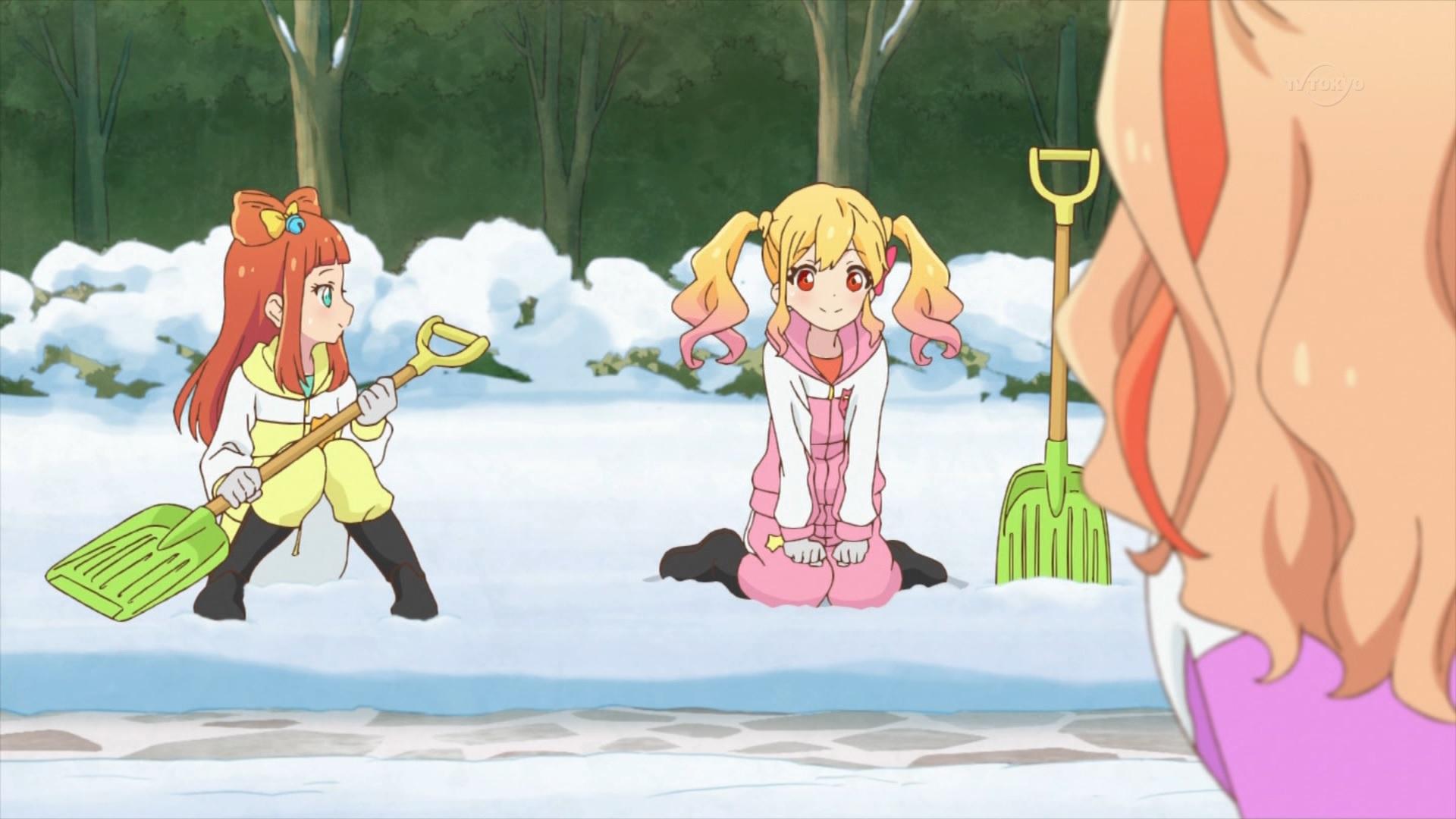 雪かきをする虹野ゆめと早乙女あこ(44話画像)