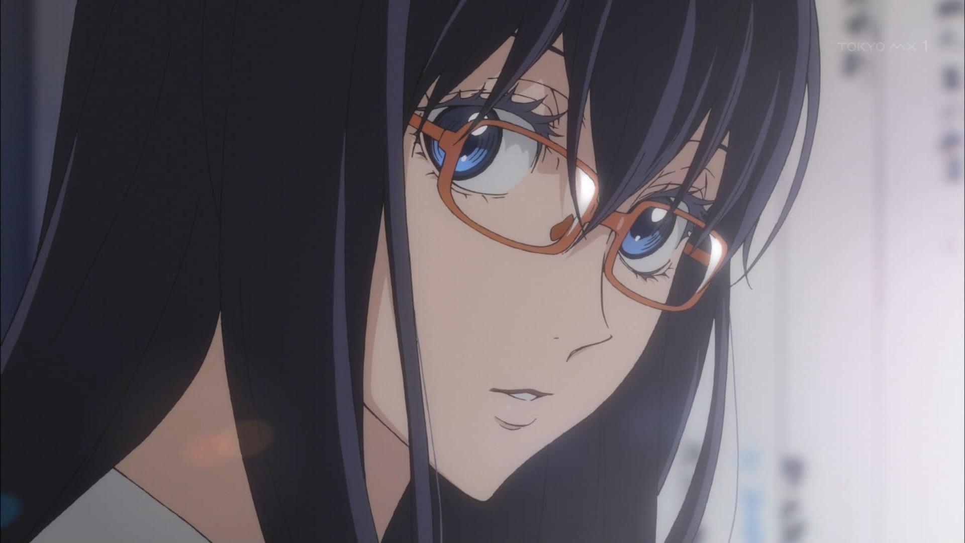 赤メガネをかけた花岡雫