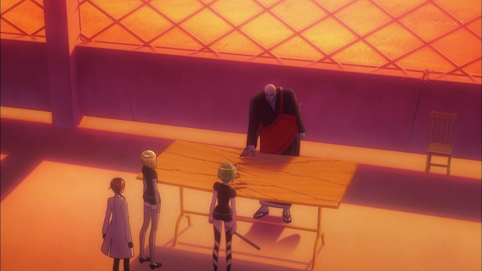 机を割る金剛先生
