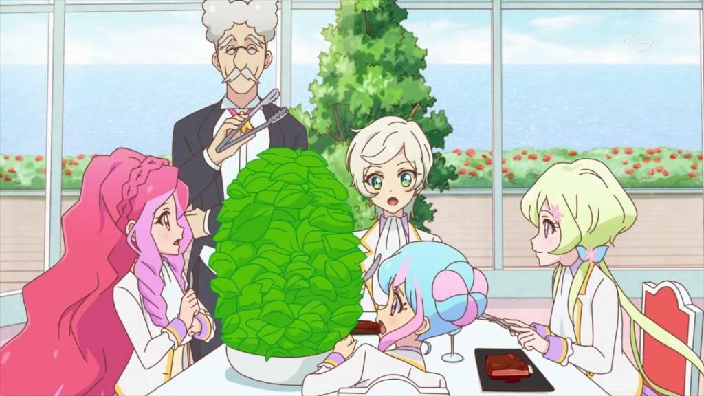 サラダを食べるエルザ