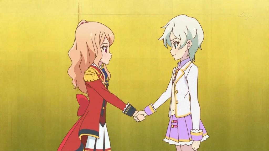 香澄真昼と騎咲レイの握手