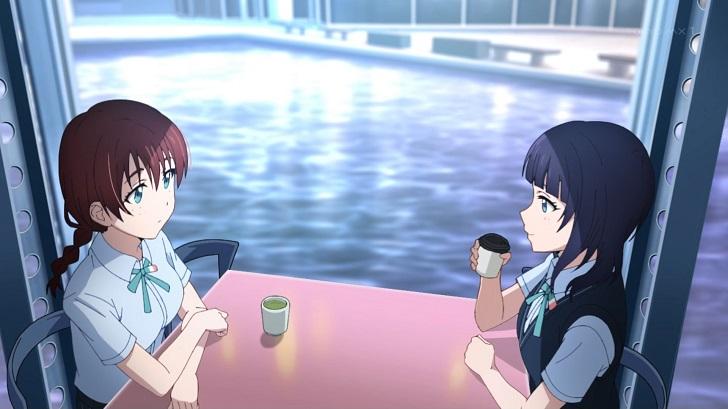 カフェで話すエマ・ヴェルデと朝香果林
